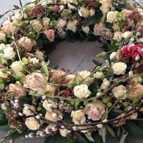 Trauerkranz Weidenkätzchen Rosen